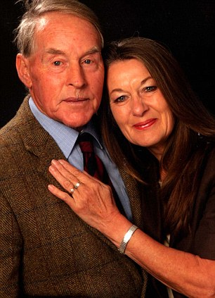 John Dunn was found safely by his wife Rosemary  Read more: http://www.dailymail.co.uk/news/article-2544371/Tracker-saves-husband-Alzheimers-Wifes-relief-device-went-missing-Christmas-walk.html#ixzz2rKB0FTFo Follow us: @MailOnline on Twitter | DailyMail on Facebook